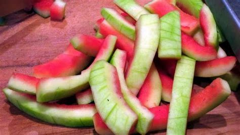 wow ternyata kulit semangka  diolah menjadi makanan