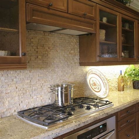 stacked kitchen backsplash 25 best ideas about travertine tile backsplash on