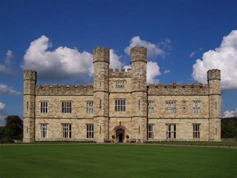 most beautiful english castles 10 most beautiful castles in england hello travel buzz
