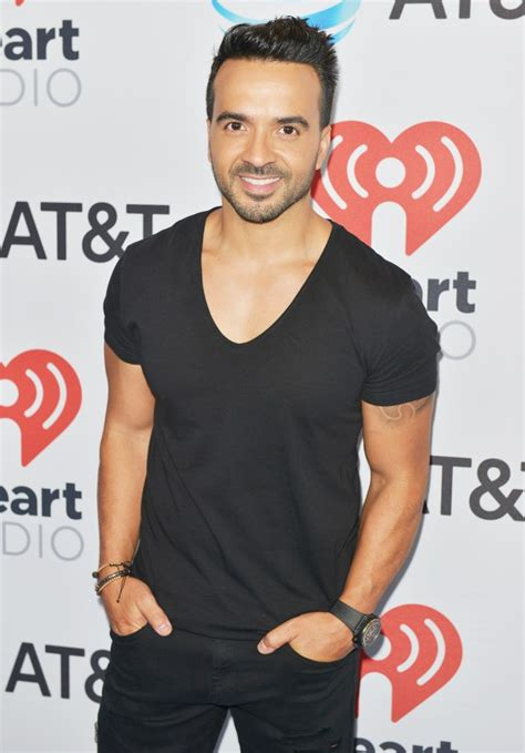 Luis Fonsi Pictures
