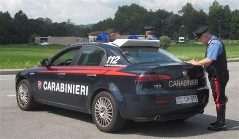 volante carabinieri pizzicato al volante dai carabinieri aveva la patente