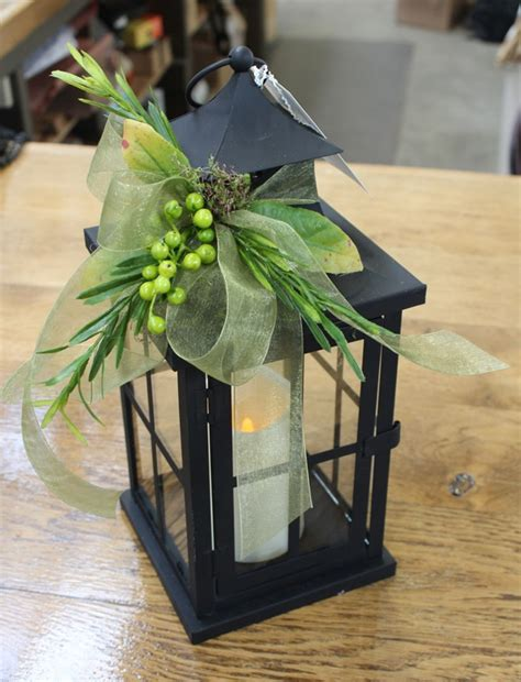 Lanterns Decorated With Flowers by 25 Best Ideas About Wedding Lanterns On
