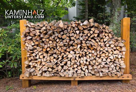 feuerholz lagern holz lagern im freien brennholz lagern bild im keller