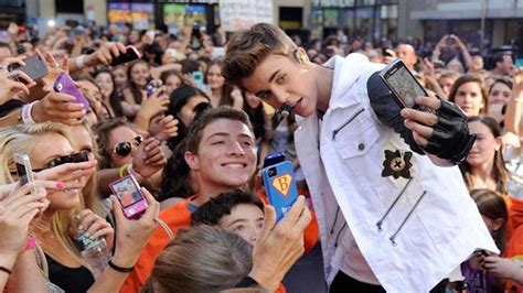 Justin Beiber Stops by Justin Bieber Stop Objectifying Me With Selfies