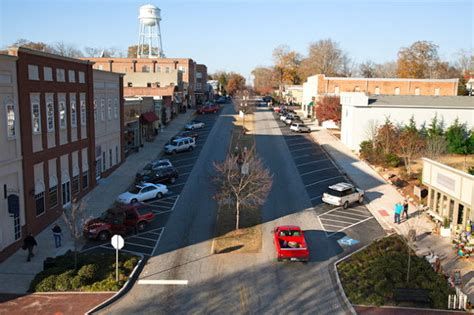 senoia is very enthusiastic about the show being filmed in their town land of the walking dead phillip s natural world