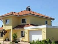 welche fassadenfarbe passt zu roten dachziegeln romana villaggio farbe rossa rigata handstrich