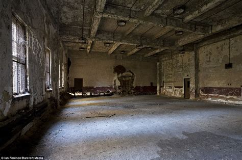 Detox Places In Ny by Island Eerie Pictures Of Abandoned New York