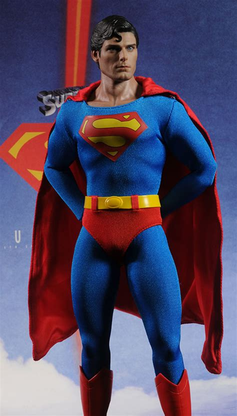 christopher reeve hot toys superman christopher reeves sixth scale action figure
