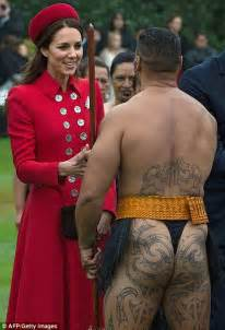 duchess of cambridge greeted by bare bottomed maori dancer