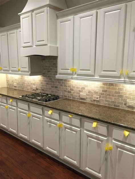 kitchen cabinets and backsplash best 10 travertine backsplash ideas on beige