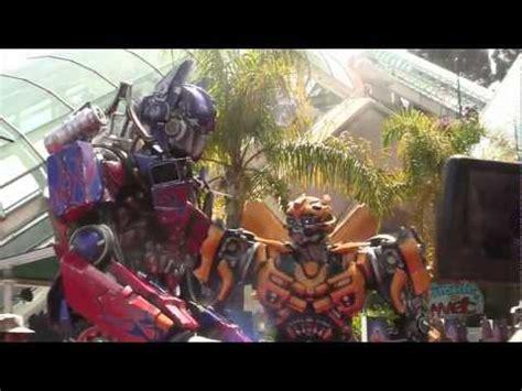 film robot sedih bajaj berubah menjadi robot transformer karya film ani