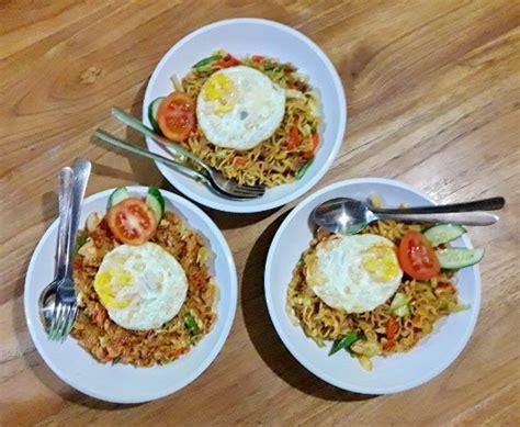 membuat nasi goreng warung nasi goreng mie goreng picture of surf turf warung