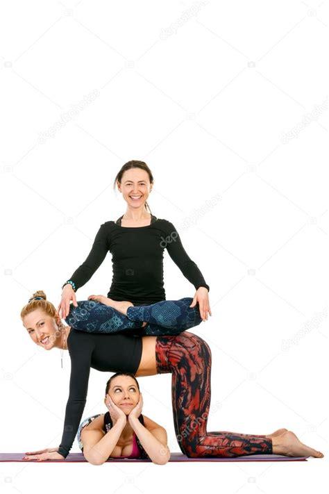 imagenes de yoga de tres personas mulher de tr 234 s esporte fitness com sorrisos em poses de