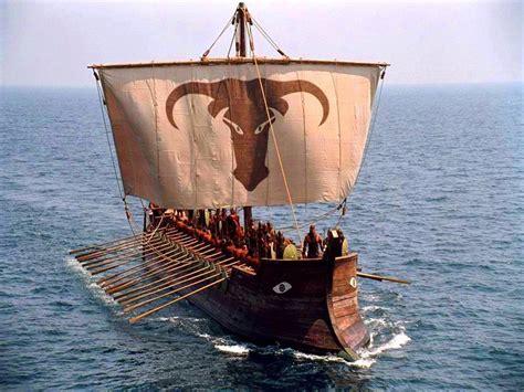 greek boat greek trireme under sail ancient greek warriors pinterest