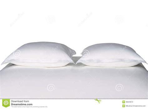 cuscini bianchi cuscini bianchi su un letto fotografia stock immagine
