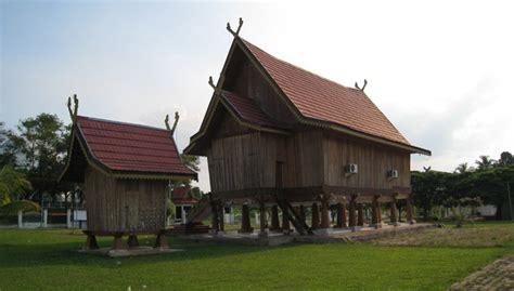 keberadaan rumah adat indonesia hampir punah boombastiscom portal berita unik viral aneh terbaru indonesia