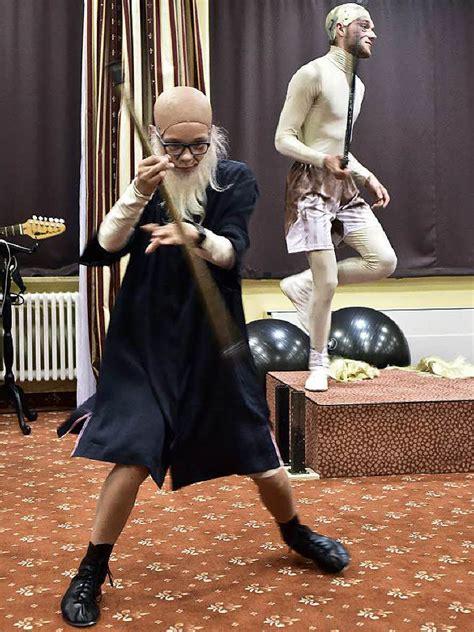 wohnungen badische zeitung fotos theaterprojekt quot letzte wohnungen quot im wohnstift