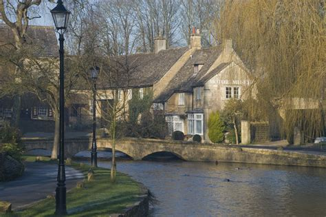 Bath Shower Suite walking with sightseeing at bourton on the water