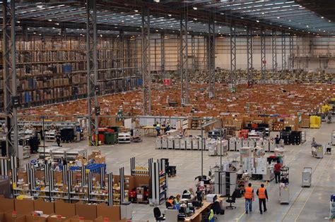 amazon warehouse how amazon is preparing for cyber monday s shopping blitz