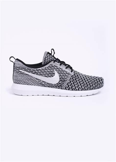 Nike Rhoserun Black White nike flyknit rosherun black white