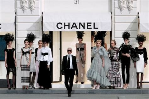 Designer Clothes Chanel Top 10 fashion brands of the world top 10 luxury fashion brands