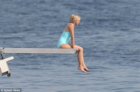 electric boat death naomi watts emulates another iconic princess diana outfit