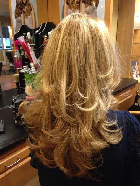 hairstyles layers with blended highlights lowlights highlights and lowlights for a beautiful blonde haired gal