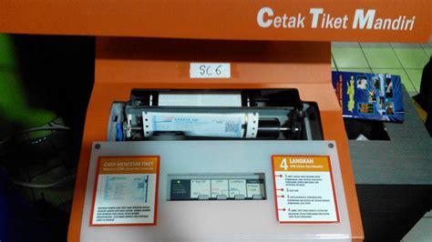 Mesin Cetak Atm memesan tiket kereta api melalui aplikasi ponsel journal