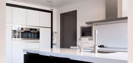 nieuwe keuken kopen en plaatsen keuken verbouwen kosten renoveren en nieuwe plaatsen