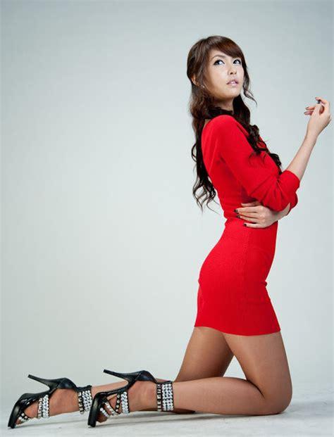 Dress Cewek Nini aki hoshino dengan mini dress merah jepang cantik