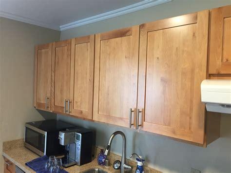 light maple shaker cabinets light honey maple shaker kitchen cabinets