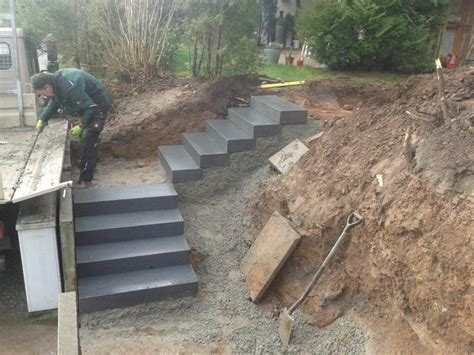 mähkante granit verlegen garten treppenstufen setzen treppe selber bauen beton