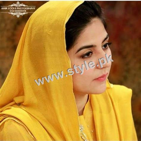 casual hairstyles with dupatta on head pakistani celebrities who look good by carrying dupatta 1