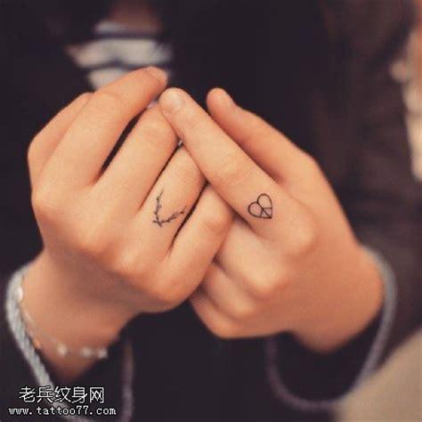 手指上的小清新纹身图案 武汉纹身店之家 老兵纹身店 武汉纹身培训学校 纹身图案大全 洗纹身 武汉最好的纹身店