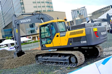 volvo ecd excavator speeds  productivity  heavy construction work megabites