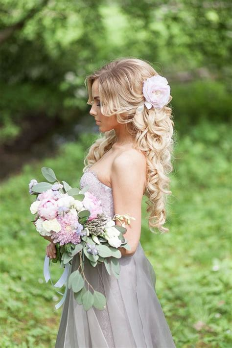 Wedding Hairstyles Using Flowers by Best 25 Bridal Hairstyles Ideas On
