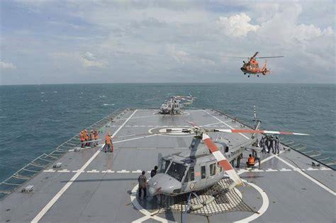 airasia manado buzos de la marina indonesia localizan las cajas negras