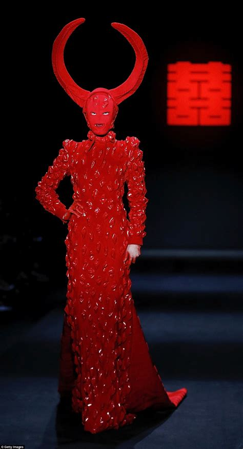 Horn Style Sml Dress hu shegang s fashion week show saw models clutching demonic dolls daily mail