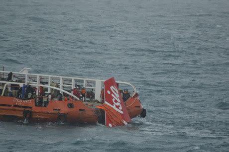 detik teknologi detik detik ekor airasia qz8501 diangkat ke kapal crest