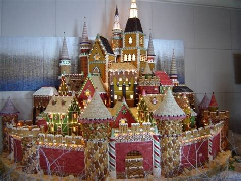 gingerbread commercial mall decorations best 25 gingerbread houses ideas on for gingerbread houses bread