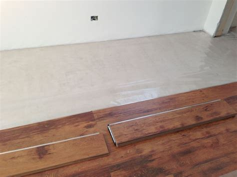 montaggio pavimento flottante montaggio di un pavimento flottante in laminato