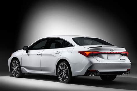 toyota m four things to love about the 2019 toyota avalon