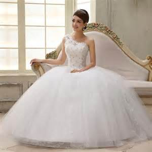 Ball gowns with sweetheart neckline for brides modern wedding