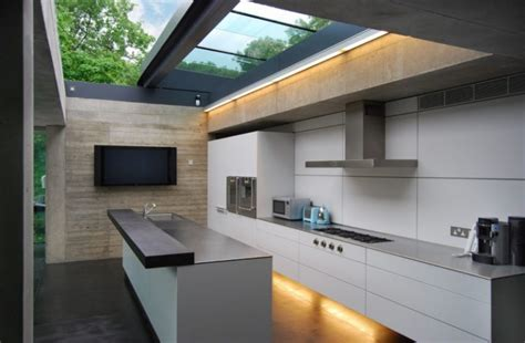 Excepcional  Muebles De Escayola Modernos #2: Outside-kitchen-design-stove-impressive-lighting-island-faucet-sink-wall-tv-contemporary-style-768x503.jpg