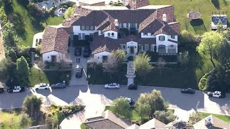 justin bieber house music deputies search justin bieber s house in egg throwing probe houston style magazine