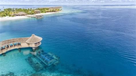 foto keren  restoran bawah laut  maldives