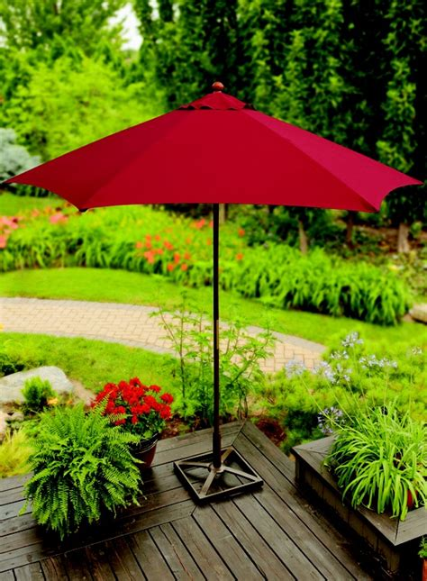 use a dramatic umbrella to create an eye catching