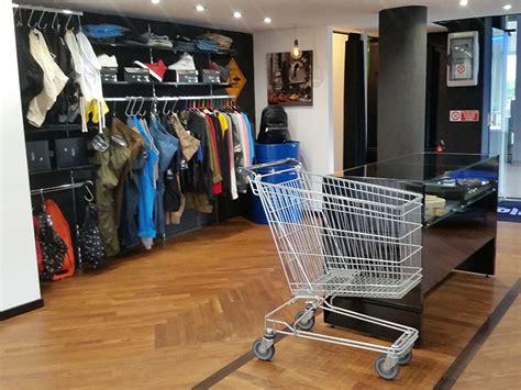 negozio di arredamento arredamento negozio abbigliamento arredo negozi vestiti