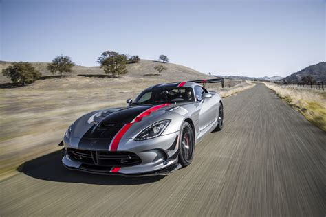 2013 Dodge Viper Acr 2016 Chevrolet Corvette Z06 Vs Dodge Viper Acr Vs