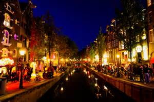 Amsterdam red light district at night entouriste